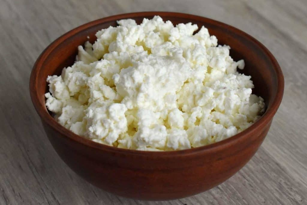 cheap foods that keep you full - cottage cheese