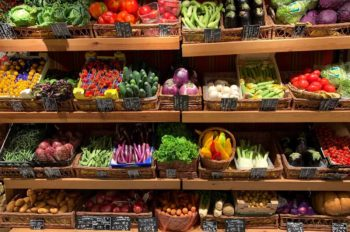 how to save money buying fruits an vegetables