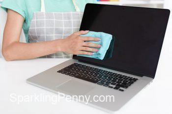 how to clean laptop screen without streaks